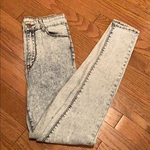 Light acid wash high wasted jeans
